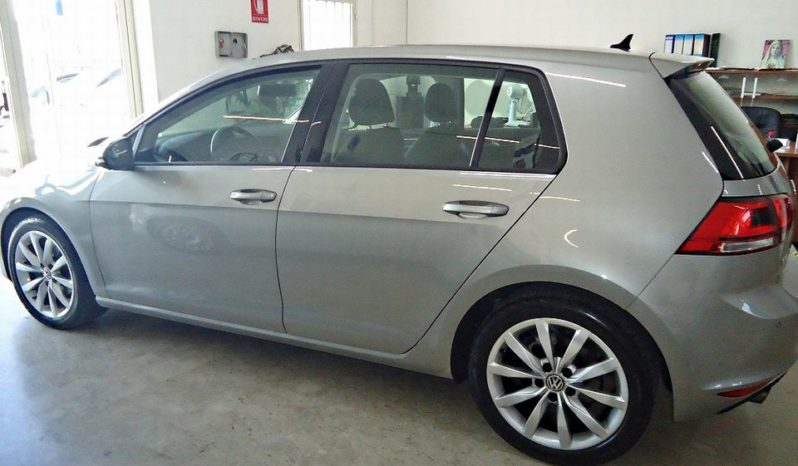 VOLKSWAGEN Golf (2015) full