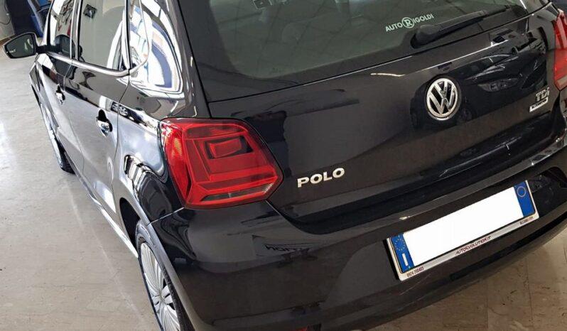 VOLKSWAGEN Polo (2017) full